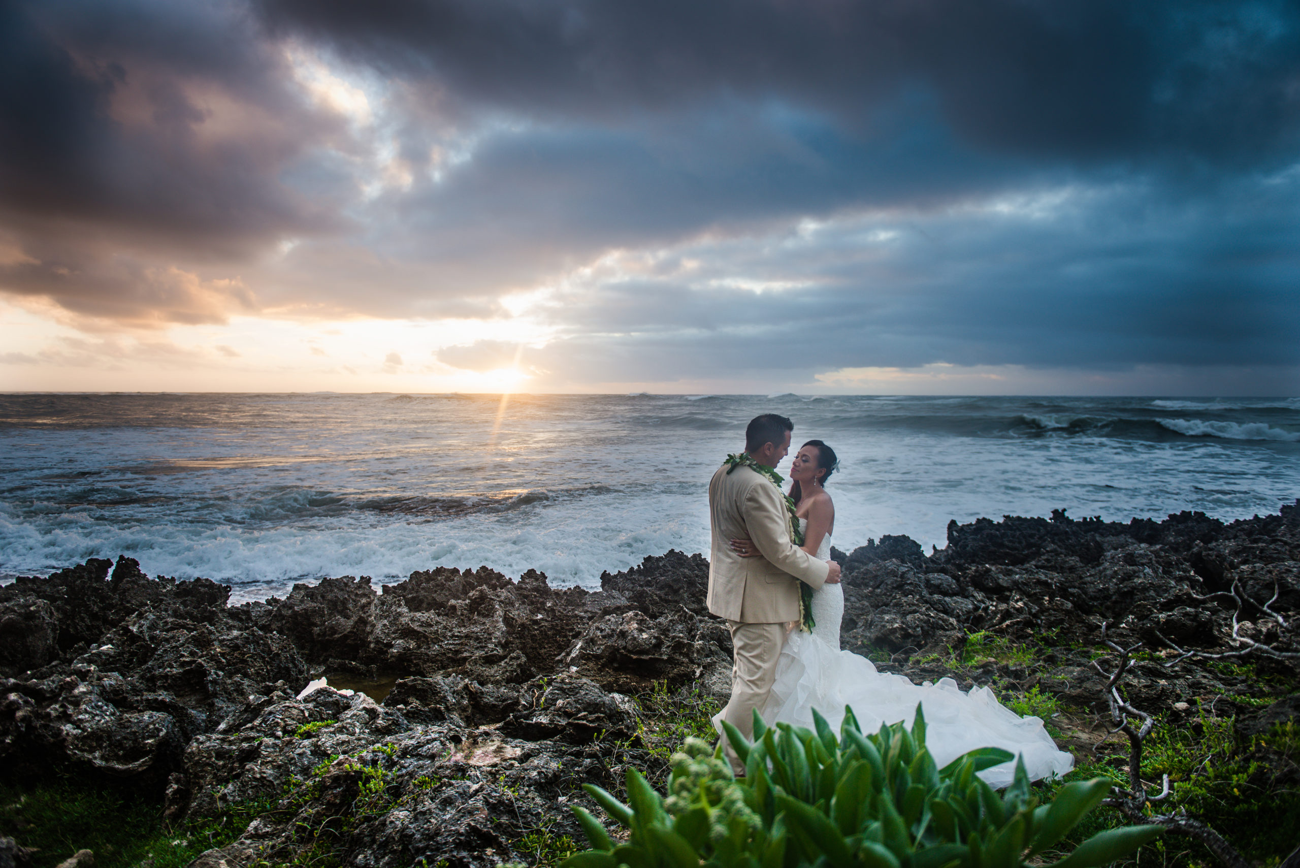 Elopement wedding in Hawaii on the beach